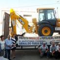 Prefeitura de Juquiá entrega uma Retroescavadeira e dois Micro tratores para atender à população.