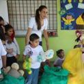 Alunos da Fundação Bradesco doam brinquedos às crianças da Escola de Educação Infantil Balãozinho Vermelho